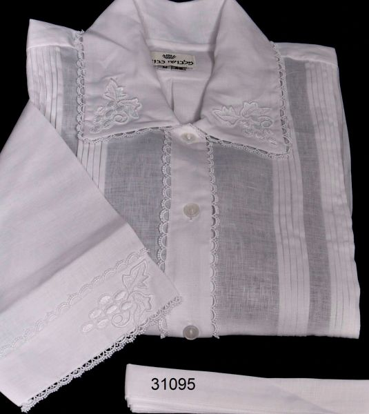 FULL CUSTOM DESIGNED KITTEL WITH PLEATS AND LACE / KITTEL 31095 GRAPES ON COLLER AND SLEEVES