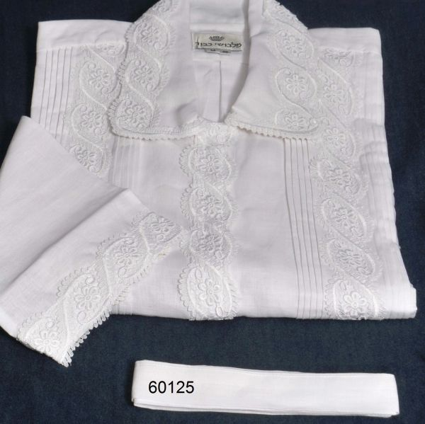 FULL CUSTOM DESIGNED KITTEL WITH PLEATS AND LACE / KITTEL 60125 S LACE & FLOWERS