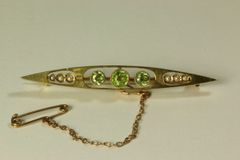 Gold peridot and seed pearl stock pin