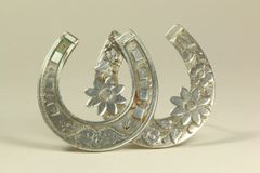Silver double horseshoe stock pin