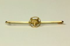 Gold traditional hunting stock pin