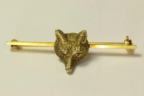 Gold fox mask stock pin