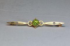Gold and peridot stock pin
