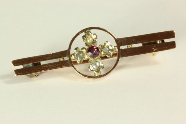 Gold amethyst and seed pearl stock pin