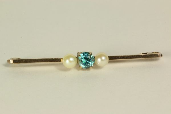 Gold topaz and cultured pearl stock pin