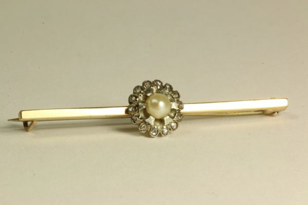 Gold pearl and diamonds stock pin