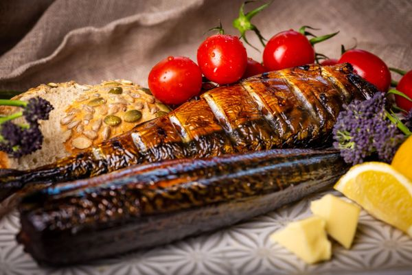 Smoked and ready-cooked mackerel (minimum 850gm)