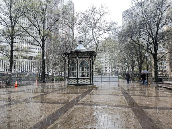 Snowing in Philadelphia Rittenhouse square