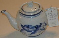 Carp 6 cup tea pot