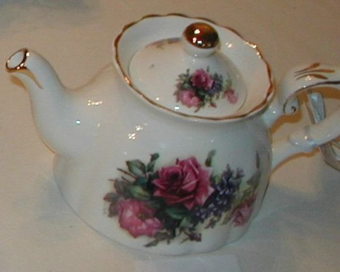 Teapot 3 cup bone china Red Rose