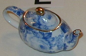 Small collectible tea pot Blue toile