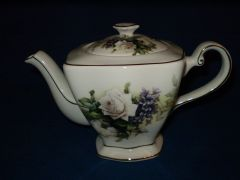 6 cup teapot with white rose