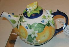 Beautiful teapot with lemon design