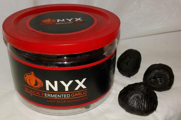 ONYX Black Garlic Lady Bulbs peeled,
