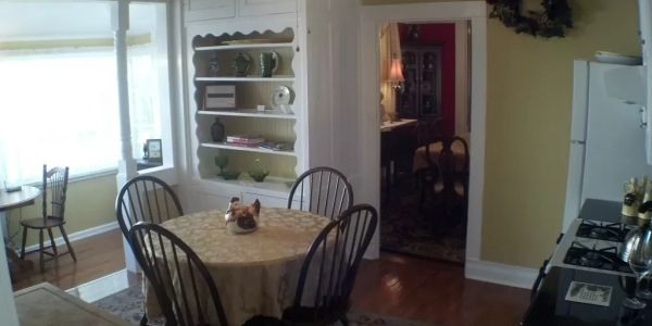Full Chef's kitchen with internet, cable tv, all amenities