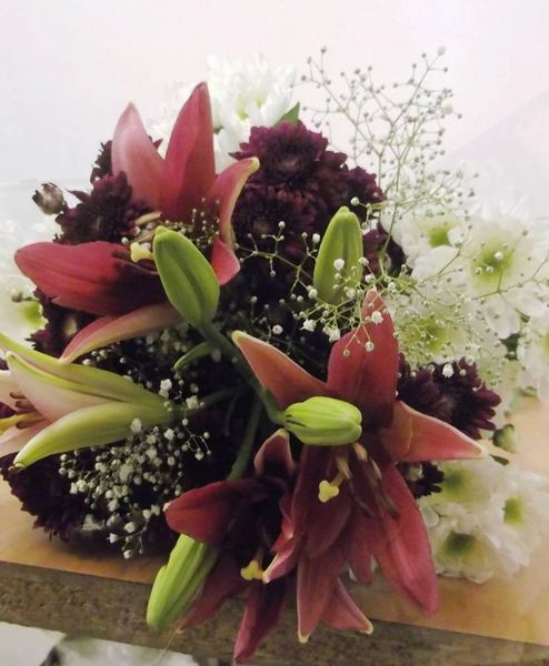 Red chrysanthemums and lilium