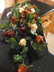 DINNER TABLE FLOWER ARRANGEMENT BROWN