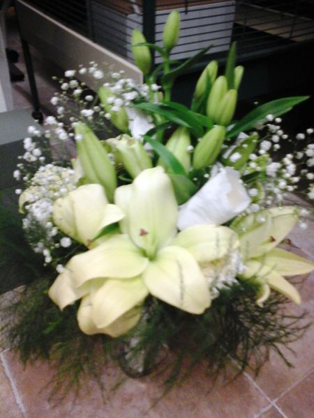 Bridal bouquet with lilium and roses