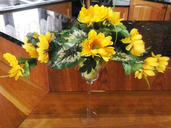 PARALLEL FLOWER ARRANGEMENT