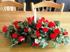 RED ROSES DINNER TABLE ARRANGEMENT