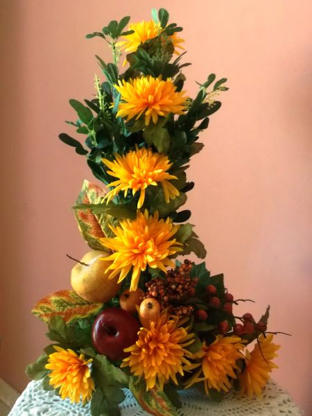 L SHAPE FLOWER ARRANGEMENT WITH FRUIT