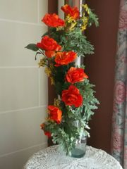 CURVED FLOWER ARRANGEMENT