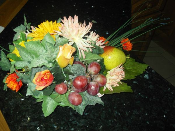 DINNER TABLE FLOWER ARRANGEMENT WITH FRUIT