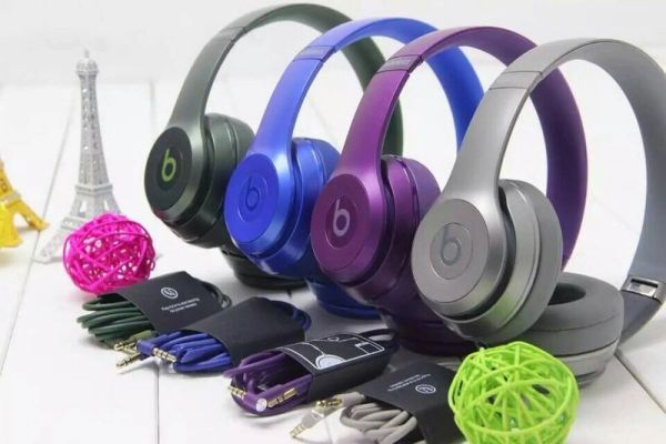 Beats Solo2 Wireless Royal Edition Headphones (Limited)