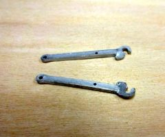 2x Linkage/Hitch Shafts 1:32 Scale by Artisan 32 20903/04117-1