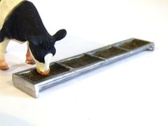 WM060 Feed Trough with Feed 1:32 Scale by HLT Miniatures