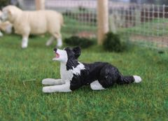 WMA12 Border Collie Dog Lying Down Willow 1:32 Scale by HLT Miniatures
