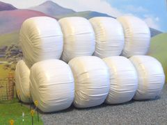 FB035W 10x Wrapped Silage Bales 1:32 Scale - White by HLT