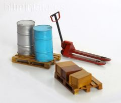 PLM345 Sack Trolley and Pallets in 1:32/1:35 scale by Plusmodel