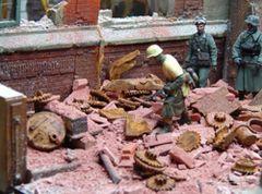 Rusty Industrial Scrap Metal 1:35/1:32 Scale by Juweela 23337