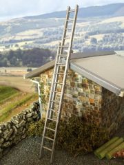 Extending Aluminium Ladder 1:32 scale by HLT Miniatures WM056