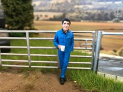 FARMER ON BREAK DRINKING 1:32 SCALE 54 MM AT-COLLECTIONS 32115