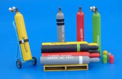 Welding Gas Bottles Kit in 1:32/1:35 scale by Plusmodel PLM478