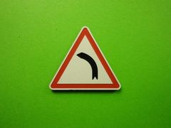 MCD-010 Caution Left-hand Bend Road Sign Post 1:32 Scale by Minia-Cn