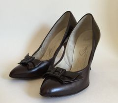 Air Step Vintage 1950s Dark Brown All Leather Bow Front Stiletto Court Shoe - Called Lido Last