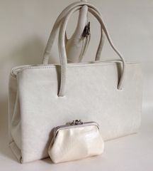 1960s Large Ivory Vinyl Vintage Handbag & Large Ivory Matching Purse Kelly Bag