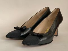 Salvatore Ferragamo Vintage Black Leather Grosgrain Almond Toe Court Shoe UK 4.B Size UK 4B, US 6B, EU 37B