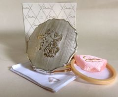 Stratton Vintage Stratton 1970s Convertible Compact Box Pouch & Sifter With lovely scalloped edging