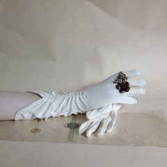 Treble Tee 1950s Stretch Nylon Simplex Ivory Vintage Evening Gloves With Original Packaging. Size 6 1/2