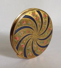 Vintage Powder Compact 1950s Gold Toned Swirl Pattern Front Engine Turned Back