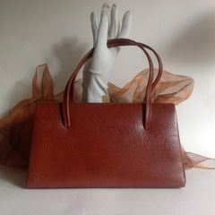 Symphony Beautiful 1950s Tan Leather Vintage Handbag with a tan suede interior.
