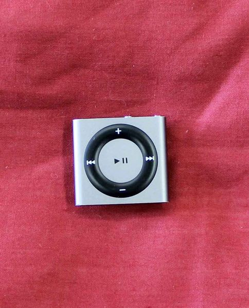 Space Gray iPod Shuffle 2GB 4th Generation