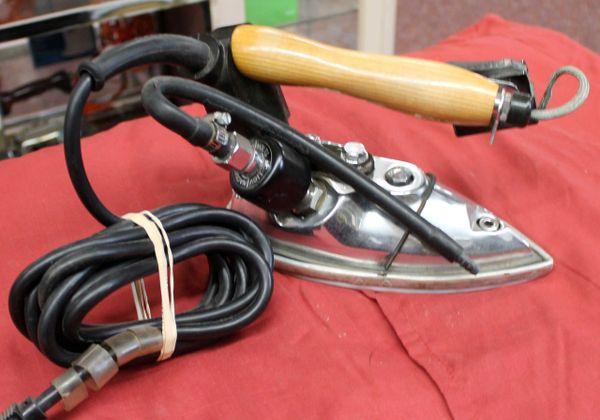 HYS-5 Naomoto Hi Steam Iron
