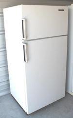 No Frost Kelvinator Refrigerator/Freezer 18 c.f.