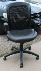 Black Office Desk Adjustable Chair w/ Wheels and Mesh Back