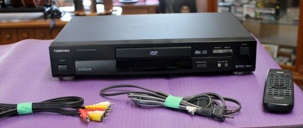 Toshiba SD-2109 DVD Player w/ Remote